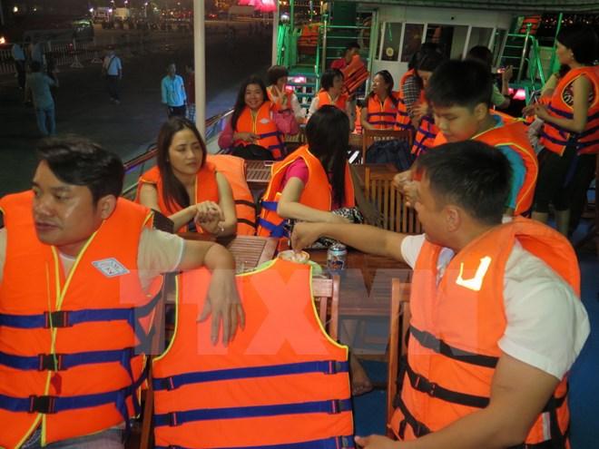 Lắp camera trên 11 tàu du lịch hoạt động trở lại ở sông Hàn