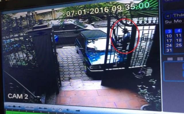 """Camera giám sát tiết lộ """"bí ẩn"""" vụ xe ô tô chở vàng bị cướp"""